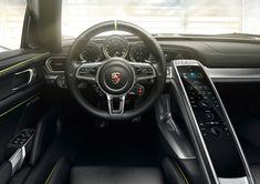 Porsche-918-Spyder-Plug-in-Hybrid Cockpit Fahrer
