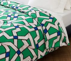 Diane Von Furstenburg duvet in zig zag Small Space Living, Small Spaces, Shops, Dorm Life, Bedroom Bed, Bedroom Ideas, Beautiful Bedrooms, Bed Design, Outfits Fo