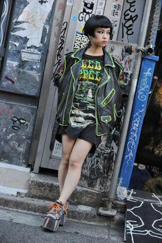De 19-jarige Hirari Ikeda, werkzaam bij Dog, een Harajuku modezaak. Foto: Kjeld Duits