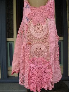https://flic.kr/p/4M8UH1 | Pink Vintage Princess Dress | The back of the dress