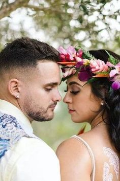 Romantic wedding photo of a bride and groom | Image for Traditional Polynesian Wedding Styled Shoot with a Modern Twist - PHOTOGRAPHY: POPPY & SAGE - Love Inc. Mag Hawaiian Background, Bride And Groom Images, Polynesian Wedding, Romantic Wedding Photos, White Henna, Big Leaves, Equality, Love Story, Poppy