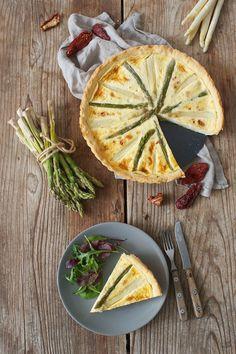 Spargeltarte mit Ziegenkäse und getrockneten Tomaten // asparagus and goat cheese tarte with dried tomatoes // Sweets & Lifestyle®️️  #spargel #tarte #spargeltarte #ziegenkäse #rezept #asparagus #asparagustarte  #cheese #goatcheese #vegetarian #vegetarianrecipes #recipe #sweetsandlifestyle