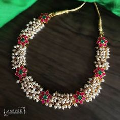 Latest Necklace Designs That Are Trending This Year Latest Necklace Design, Pearl Necklace Designs, Jewelry Design Earrings, Gold Earrings Designs, Gold Jewellery Design, Bead Jewellery, Beaded Jewelry, Gold Necklace, Jewelry Necklaces