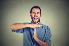 Manche Kollegen fallen vor allem dadurch auf, dass sie ständig über alles jammern. Aber wie geht man am besten mit ihnen um?