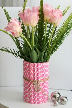 using paper straws to makeover a vase for spring