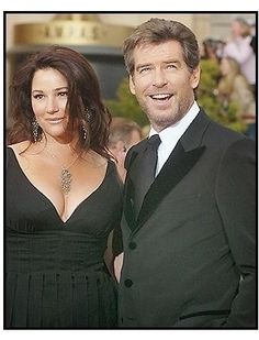 Pierce Brosnam y su esposa, Keely Shaye Smith
