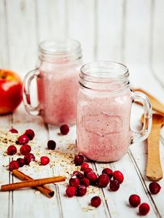 1 1/3 cup water 1/2 cup plain Greek yogurt 1 large ripe banana 4 tablespoons rolled oats 1 apple, cored and quartered (doesn't need to be peeled) 1/2 cup whole, frozen cranberries 4 to 6 whole pitted dates, for sweetness 1/4 teaspoon ground cinnamon