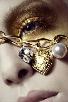 Pretty Makeup: Golden accessories and make up Golden Eyes, Golden Heart, Heart Of Gold, Shades Of Gold, Fifty Shades, Bronze, Stay Gold, Portraits, Gold Sunglasses