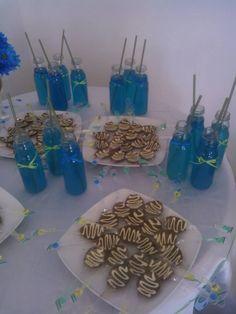bocaditos! limonada azul y cucharas de chocolate