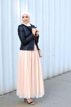 Leather jacket, tulle skirt, Winter hijab street styles by leena Asaad… Hajib Fashion, Modern Hijab Fashion, Street Hijab Fashion, Islamic Fashion, Muslim Fashion, Modest Fashion, Fashion Dresses, Stylish Hijab, Hijab Collection