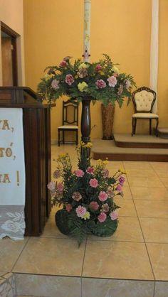 Cirio Pascual-2015 Capilla Nuestra Señora del Rosario, San Sebastián, PR Alter Flowers, Church Flowers, Church Flower Arrangements, May Designs, Altar Decorations, Kirchen, Floral Wreath, Candles, Easter Candle
