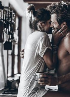Perfume: When you wear this scent, men stand on you immediately - Fotografie - Couple Couple S'embrassant, Photo Couple, Couple Shoot, Couple Goals, Couple Boudoir, Couple Moments, Couple Kissing, Cute Relationship Goals, Cute Relationships