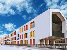 Erginoğlu ve Çalışlar Mimarlık'ın tasarladığı Studio Santral Yurtları Bilgi Üniversitesi Kampüsü'nün sınırında yer alıyor.