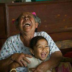 Esas grandes cosas que no son cosas, sino instantes de amor puro concentrado, fogonazos de luz que quedan grabados en la médula del alma... Esas son las mayores fortunas que una pueda llevarse consigo para siempre.  . . . ~ Ada Luz Márquez ~