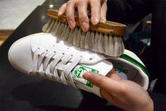 Q、白のスニーカーの白さを保ちたい、そのケア方法って?もし汚れてしまったらどうしたらいいですか? | Q&A | 伊勢丹メンズ館 公式メディア…