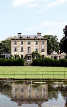 Wiltshire House - England Architecture Design, British Architecture, Amazing Architecture, Cottages Anglais, Georgian Homes, Georgian Mansion, Victoria House, English House, Interiors