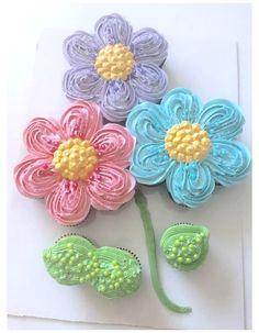 Flower Cupcake Cake, Cupcake Torte, Pull Apart Cupcake Cake, Pull Apart Cake, Cupcake Bouquets, Baby Shower Cupcake Cake, Flower Cookies, Cupcakes Design, Cupcake Cake Designs