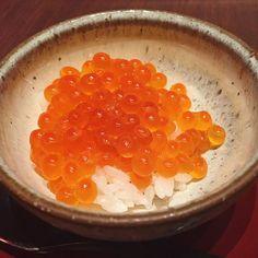 Instagram media by paris_mayu - #sushi #nihonbashi #coredo #tokyo #shimon #foods #икра #ikra #eggs #japanese #yammy #bon #japan #japon #鮨 #日本橋 #いくら #鰤門 #コレド室町 #東京 #日本