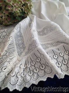 Lavish Vintage Broderie Anglaise Lace Queen Size Sheet 88x 115 (ng)