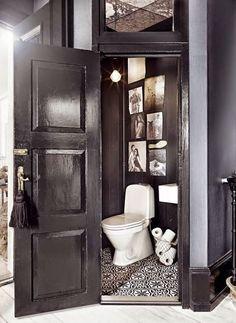 Home Interior Salas small black and white guest bathroom.Home Interior Salas small black and white guest bathroom. Bad Inspiration, Bathroom Inspiration, Bathroom Inspo, Bathroom Ideas, Best Bathroom Paint Colors, Decoracion Vintage Chic, Deco Originale, Interior Stylist, Interior Design
