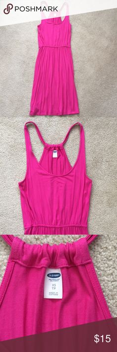"""Old Navy Hot Pink Stretchy Dress Super cute, perfect condition Old Navy dress! Beautiful hot pink color. Can easily be dressed up or down, worn alone in summer or with leggings and a cardigan in winter. Very versatile! Size XS. I cut the tag but it is a very soft, stretchy, cottony material. I am about 5'5"""" and it hits around my knee. Old Navy Dresses Midi"""