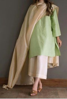 suits for women indian casual Pakistani Formal Dresses, Pakistani Fashion Casual, Pakistani Dress Design, Indian Fashion, Trendy Dresses, Casual Dresses, Simple Dresses, Fancy Dress Design, Kurta Designs Women