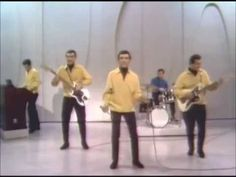 ■ Let's Hang On ■ Frankie Valli - The Four Seasons Much Music, 60s Music, Music Icon, Kinds Of Music, Music Songs, Good Music, Music Videos, Happy Days Tv Show, Monte Carlo Travel