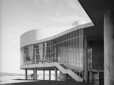 Oscar Niemeyer- Casino da Pampulha, Belo Horizonte, Brasil.