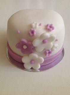 Mini bolo para casamento ou 15 anos.