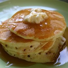 Buttermilk Pancakes II: hands down the best pancake recipe out there. They even freeze (sheets of wax paper between) and reheat (microwave) well. Use REAL buttermilk! Fluffy Pancakes, Buttermilk Pancakes, Pancakes And Waffles, Homemade Buttermilk, Fluffiest Pancakes, Homemade Pancakes, Cooking Pancakes, Pumpkin Pancakes, Pancake