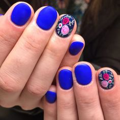Mmmmm pretty much obsessed 🌀 Matte cobalt blue always a good choice 😍 clients inspo was from a painting in her house ➡ Hair And Nails, My Nails, Nails Short, Pretty Nail Art, Fancy Nails, Flower Nails, Natural Nails, Nail Tips, Nails Inspiration