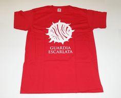 A TODOS LOS OPERATIVOS. Se nos ha informado de que hay disponible un número limitado de indumentarias oficiales de la Guardia Escarlata. Si has demostrado tu lealtad a la causa, infórmate en nuestro blog y redes sociales, y hazte con ella. *Tienes que residir en España incluyendo Canarias, Ceuta, Melilla y Baleares. www.lareinaroja.es #LaJauladelRey #KingsCage #LaReinaRoja #RedQueen #LaEspadadeCristal #GlassSword #CoronaCruel #CruelCrown #LibertadParaMare #LaGuardiaEscarlata #ScarletGuard…