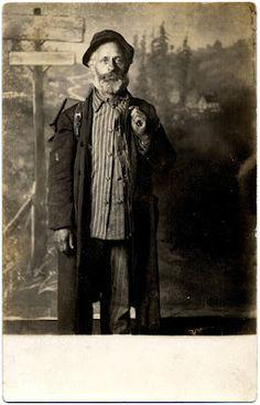 portraits were taken sometime between 1904 - 1918.