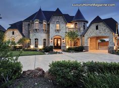 40 Modern Castle Homes Exterior Landscaping Future House, My House, Grand House, Dream House Exterior, Luxury Homes Exterior, Exterior Houses, House And Home Magazine, House Goals, My Dream Home