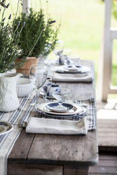 Tisch Grillen Entertaining on the Porch - Cedar Hill Farmhouse Farmhouse Table Decor, Farmhouse Style Kitchen, Rustic Decor, Modern Farmhouse, Porch Table, A Table, Wood Tables, Dining Tables, Coffee Tables