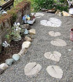 DIY Garden Stepping Stone Ideas & Tutorials! by Casa Lua