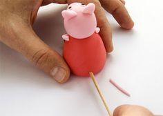 Kako izdelati Pujso Pepo - How to make Peppa Pig fondant figurine Tortas Peppa Pig, Pippa Pig, Peppa Pig Birthday Cake, 3rd Birthday, Birthday Ideas, Birthday Parties, Cake Topper Tutorial, Cake Toppers, Fondant Animals