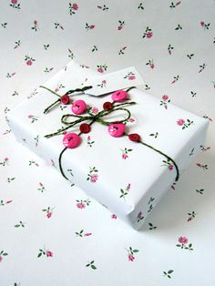 Roses in the Snow Vintage Gift Wrap Pack from www.spinstersemporium.co.uk