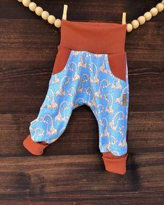 """Kinder &Erwachsenenmode on Instagram: """"PUMPHOSE die pumhose gehöt mit den stirnbändern zum meist bestellten artikel. kein wunder , denn sie passt sehr lange dank den…"""" Rompers, Instagram, Dresses, Fashion, Fashion Styles, Headband Bun, Vestidos, Moda, Romper Clothing"""
