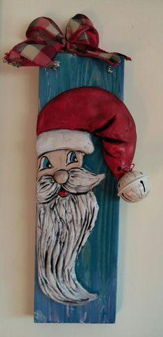 Δημιουργία με πηλό πάνω σε ξύλο Diy And Crafts, Christmas Crafts, Christmas Decorations, Paper Crafts, Christmas Ornaments, Holiday Decor, Fimo Clay, Clay Projects, Christmas Presents