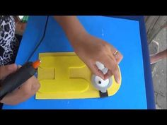 Preparativo para festa de # Dos Minions # (1) Painel dos minions com nome. - YouTube