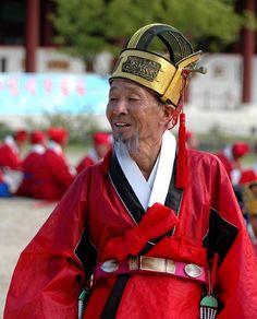 An old man wearing geumgwan jobok (금관조복, traditional clothing for governmental officers) at Gyeongbokgung Palace, Seoul, South Korea.