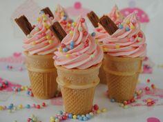 How to make Ice Cream Cone Cupcakes - Cupcake cones Ice Cream Cone Cake, Ice Cream Cupcakes, Make Ice Cream, Ice Cream Party, Vanilla Cupcakes, Baking Cupcakes, Cream Cake, Cônes Cupcake, Cupcake Cones
