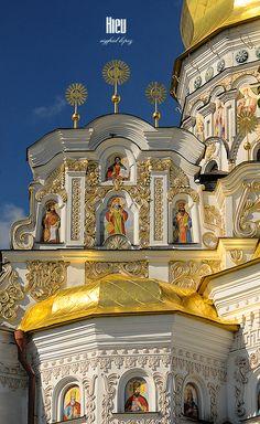 Detalhes arquitetônicos e decorativos do monastério Pechersk Lavra de Kiev, Ucrânia.  Fotografia: Sigfrid López no Flickr.