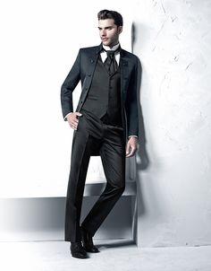 TZIACCO | www.tziacco.de | www.wilvorst.de | #TZIACCO #WILVORST #Anzug #suit #Royal #TrendLine #Hochzeitsavantgarde #Uniform #jungeMode #Event #Konzert #Gala #Gehrock #tailcoat #Trend #König #Inspiration #wedtime #theloveedition