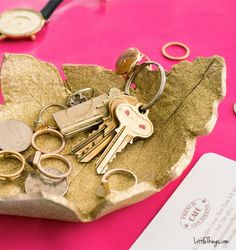 And you're done! It makes a great little catchall for keys, jewelry, and all the other small things you keep losing!