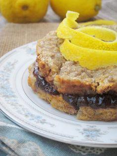 Lemon Baked Oatmeal with Raspberry Filling #vegan #oatmealartist
