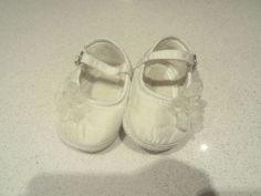 infant-0-3-months-tiny-baby-shoes-white-with-2-organza-flowers-buckle-strap