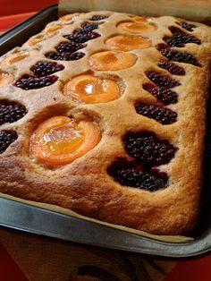 Koskacukor: Barackos, szedres joghurtos kevert sütemény Plum Cake, Food, Prune Cake, Essen, Meals, Yemek, Eten