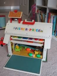 L'école Fisher Price avec la porte en ardoise.